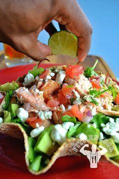 Ezekiel Tortilla Taco Salmon Salad / Ensalada de Salmón dentro de una Concha de Tortilla Ezekiel   Fit Men Cook
