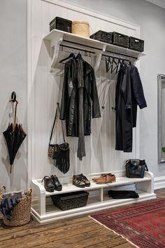 Riktigt snygg platsbyggd lösning till ytterkläder