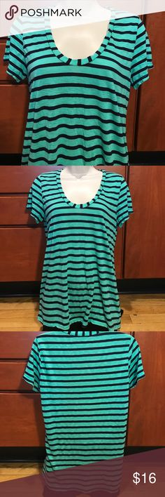 "Splendid Striped Top 42% polyester 29% cotton 29% modal    One pull on the inside.   Length is 25""  under the arms across laying flat is about 15"" Splendid Tops Tees - Short Sleeve"
