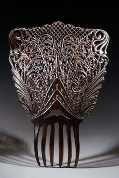 Mantilla comb made in Oyonnax for the French market. This style of comb was made for mantilla veils in Spain.