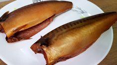 СКУМБРИЯ как КОПЧЕНАЯ в Домашних Условиях ЛУЧШИЙ РЕЦЕПТ! How To Cook Fish, Hot Dog Buns, Salmon, Seafood, Food And Drink, Banana, Meat, Fruit, Cooking
