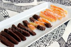 Θυμάστε τις ζαχαρωμένες πορτοκαλόφλουδες; Ένα γλυκό νηστίσιμο με μεγάλο σουξέ! Παρόλο που έχω φτιάξει πολλές φορές ζαχαρωμένες πορτοκαλόφλο...