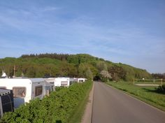 Rosenvold Camping, Vejle, Danmark. Vejen mellem strandarealerne og selve campingpladsen.