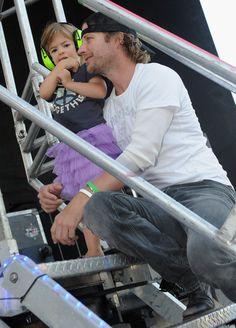 dierks bentley and daughters | Dierks Bentley Recording Artist Dierks Bentley and Daughter backstage ...