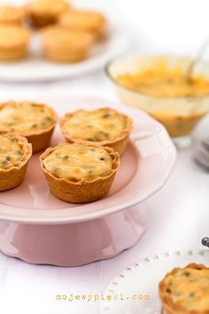 Muffins with cream of white chocolate and passion fruit
