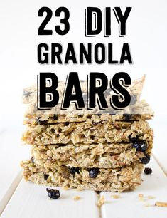 No need to purchase granola bars when you can make your own tastier and healthier version at home. Perfect for on-the-go snacks and afternoon treats.