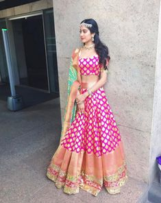 Jhanvi Kapoor à Manish Malhotra a conçu le lehenga traditionnel Indian Lehenga, Banarasi Lehenga, Patiala Salwar, Anarkali, Lehenga Top, Manish Malhotra Lehenga, Brocade Lehenga, Bridal Lehenga, Indian Wedding Outfits