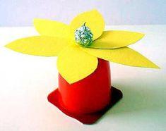 Blumen aus Fruchtzwergebecher - Pflanzen Basteln - Meine Enkel und ich - Made with schwedesign.de