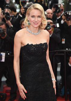 Le collier Giardini Italiani de Bulgari en or blanc et diamants porté par Naomi Watts