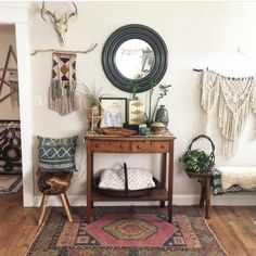 Still looking back at some of my favorite posts of 2016 and it almost seems fitting that I would share my entryway as I shared the updated version this morning. Love this shot because you can see the gorgeous @kayakilims rug in all of its glory. And my fave macrame wall hanging that has been a bestseller in the Etsy shop made her debut.