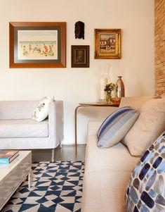 Este apartamento de 380 m² em São Paulo já está acostumado com as reformas. No passado ele foi incorporado à unidade vizinha pelo antigo morador, que depois de um tempo o dividiu novamente e vendeu os dois imóveis em partes separadas. O grande desafio de reconfigurar os espaços foi passado para os arquitetos Gabriel Magalhães …