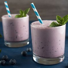 19 Protein Shakes for Weight Loss That Still Taste Really, Really Good Blueberry-Peanut Butter Smoothie Protein Smoothies, Smoothies Healthy Weightloss, Apple Smoothies, Healthy Breakfast Smoothies, Weight Loss Smoothies, Whey Protein, Healthy Breakfasts, Protein Shakes, Protein Shake Recipes