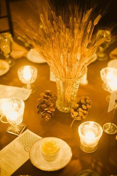 Ideias para a decoraração de um casamento de outono. #casamento #decoração #mesas #outono #espigas #pinhas #velas