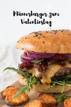 Homemade burgers for Valentine's Day ars textura - DIY-B .- Men's burger for Valentine's Day with homemade barbecue sauce and bacon Burger Recipes, Snack Recipes, Dinner Recipes, Healthy Recipes, Snacks, Homemade Barbecue Sauce, Homemade Hamburgers, Hamburger Barbecue, Salsa Barbacoa Casera