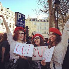 Françaises dans la rue après le passage de mariage pour tous.