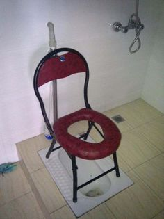 padded chair over hole with plastic pan toilet rednecks style, Funny Images, Funny Pictures, Random Pictures, Art Pictures, Funny Pics, Funniest Pictures Ever, You Had One Job, Very Funny, Bathroom Humor