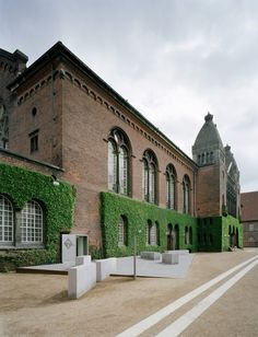 Danish Jewish Museum in Copenhagen, Denmark by Architects Studio Daniel Libeskind | Garden wall