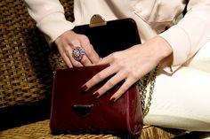 Cacá veste brincos e anel de luxo – Gi Zancaner by Bel Buzzo