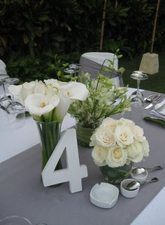 table centre pieces - like the flowers in the small vase