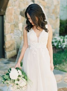 Rustic tulle wedding dress: Photography: Simply Sarah Photography - simplysarah.me   Read More on SMP: http://www.stylemepretty.com/2016/06/22//