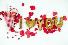 Für den Deckel vom Topf oder den Schlüssel vom Schloss - mache Deiner besseren Hälfte eine süße #Überraschung und beweise ihr/ihm Deine #Liebe, denn Liebe geht ja bekanntlich durch den Magen!  #iloveyou #ichliebedich #Liebesgeständniss #love #herz #Bio #KEKSE #KEKSZauber