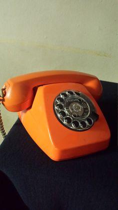 70s Aesthetic, Orange Aesthetic, Rainbow Aesthetic, Aesthetic Colors, Aesthetic Vintage, Aesthetic Pictures, Orange Wallpaper, Retro Wallpaper, Aesthetic Iphone Wallpaper