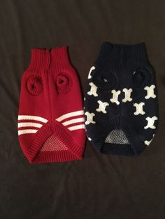 f59834b1b21 Lot Of Two Medium Blue  Red Dog Sweaters Bone Design Puppy Terrier Clothes   Unbranded