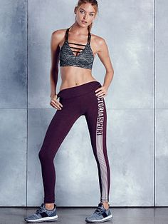 The sexiest panties & lingerie. The most beautiful Supermodels. Discover what's hot now - from sleepwear and sportswear to beauty products. Martha Hunt, Victoria's Secret, Vs Sport, Victoria Secret Sport, Poses, Supermodels, Sportswear, Sporty, Lingerie