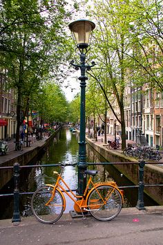 "The country ""Netherlands"" in western Europe that you remember is about to be renamed! Recently, a foreign media published a report that ' The Netherlands' does not want you to call it Holland. Places To Travel, Places To See, Wonderful Places, Beautiful Places, Amsterdam Travel, Amsterdam Bike, Amsterdam Tattoo, Amsterdam Canals, Amsterdam Photography"