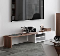 TEMAHOME meuble TV modulable MOVE blanc et noyer a - Meuble tv hi fi - MDF - HxLxP:110x35x32cm - TemaHome Le meuble TV MOVE arbore un design moderne  ...