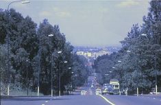 Nairobi 1960 to 1962 Valley Road looking into town from the Hill. Nairobi Municipal buses were the same colour as those of Mombasa and Kampala - PHOTO Ron Leese