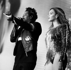 Beyonce is on the last leg of her On The Run Tour II with husband Jay-Z. And one of the remaining stops for the Formation singer was her hometown of Houston, Texas where she posted snaps on Saturday. Houston, Beyonce Instagram, Beyonce And Jay Z, Beyonce Beyonce, Queen B, Poses, Celebrity Couples, Looking Gorgeous, New Look