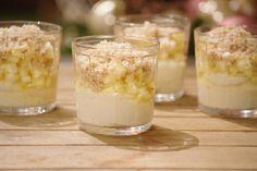 Griesmeelpudding is heel gemakkelijk om te maken en superlekker. Je kunt hem puur natuur serveren, maar hij wordt nog lekkerder met ananas en een eenvoudige crumble.