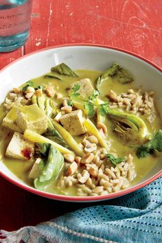 This comforting dish is warming and wonderful fresh off the stove, but it makes for an even better lunch the next day because the flavors develop Tofu Green Curry, Asian Soup, Curry Paste, Tofu Recipes, Winter Recipes, Vegan Dishes, Winter Food, Plant Based Recipes, Peanuts
