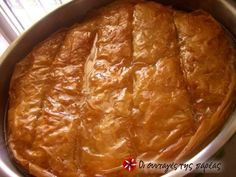 Great recipe for Galaktoboureko. A dessert of semolina-based custard in phyllo.This is a secret recipe, procured from a professional establishment. There is no better, try it, it will leave you groaning with satisfaction! Recipe by Greek Sweets, Greek Desserts, Greek Recipes, Greek Cooking, Cooking Time, Sweets Recipes, Cooking Recipes, Greek Cake, Greek Pastries