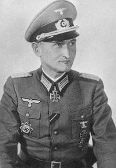 """■ Generalleutnant Hans-Günther von Rost (1894-1945).- Kommandeur 44.Reichsgrenadier Division """"Hoch und Deutschmeister"""". KIA 23 March 1945 near Szekesfehervar, Hungary."""
