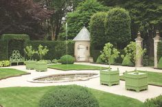 At Home and in the Garden with Bettie Bearden Pardee - The Glam Pad. love the chateau green. Formal Gardens, Outdoor Gardens, Courtyard Gardens, Landscape Design, Garden Design, Evergreen Hedge, Outdoor Living, Outdoor Decor, Outdoor Ideas