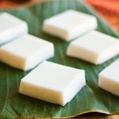 Hawaiian haupia is fresh and simple. A favorite at Hawaiian luaus and potlucks, this basic recipe is easy and quick to make. Only four ingredients! Coconut Pudding, Pudding Recipes, Coconut Milk, Hawaiian Desserts, Asian Desserts, Hawaiian Recipes, Hawaiian Parties, Hawaiian Theme, Desserts