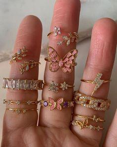 Anéis 💍 #acessórios #anéis Stylish Jewelry, Simple Jewelry, Cute Jewelry, Luxury Jewelry, Fashion Jewelry, Vintage Jewelry, Nail Jewelry, Jewelery, Jewelry Accessories