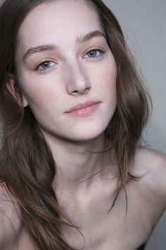 Minimal + Classic: soft make-up