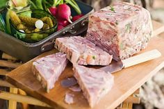 Ham terrine - This elegant ham hock terrine is impressive at any dinner party. Pork Recipes, New Recipes, Cooking Recipes, Polish Recipes, Ham Hock Terrine, Chicken Terrine, Head Cheese, Christmas Ham, Sliced Ham