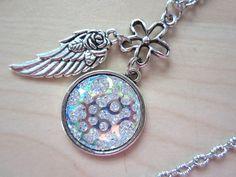 Ketten mittellang - Halskette GLITZERNDE ENGELSFLÜGEL Kette Cabochon - ein Designerstück von PearlsForMermaids bei DaWanda