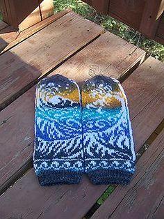 Ravelry: Fuji Mittens pattern by Natalia Moreva Knitted Mittens Pattern, Knit Mittens, Knitted Gloves, Knitting Socks, Knitting Patterns, Crochet Patterns, Fingerless Mittens, Hat Patterns, Loom Knitting