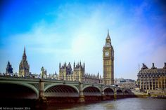 """Westminster bridge. Home to more """"Hunt the lady"""" tricksters than I have ever seen."""