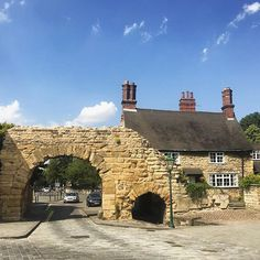 Newport Arch marks the north gate to the Roman city of Lindum Colonia - an arch has stood here for around 1700 years. Still used by traffic even today and flanked by a residential house and a restaurant.  #EnjoyUphillLincoln #LoveLincoln #VisitEngland #InstaBritain