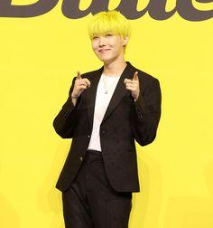 Jung Hoseok, Jimin, Bts Gifs, Korean K Pop, Gwangju, Bts J Hope, Record Producer, South Korean Boy Band, Memes