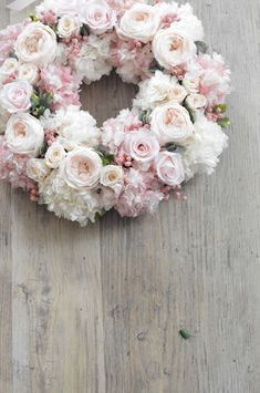 Diy Spring Wreath, Diy Wreath, Coffee Filter Wreath, Vintage Wreath, New Years Decorations, How To Preserve Flowers, How To Make Wreaths, Vintage Flowers, Making Ideas