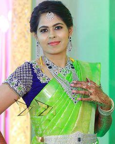 Wedding Saree Blouse Designs, Pattu Saree Blouse Designs, Fancy Blouse Designs, Mirror Blouse Design, Hand Work Blouse Design, Designer Blouse Patterns, Blouse Models, Red Saree, Studio