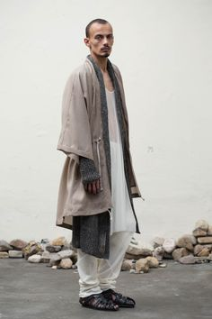 Timeless clothing inspired by the worlds collective culture, designed and developed by Antwerp designer Jan-Jan Van Essche and his studio. Kimono Fashion, Boy Fashion, Mens Fashion, Fashion Design, Nomad Fashion, Bohemian Men, Bohemian Style, Bohemian Fashion, Boho