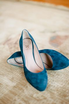 Vince Camuto shoes #navywedding #yellowwedding #weddingchicks http://www.weddingchicks.com/2013/12/26/navy-and-yellow-wedding-2/